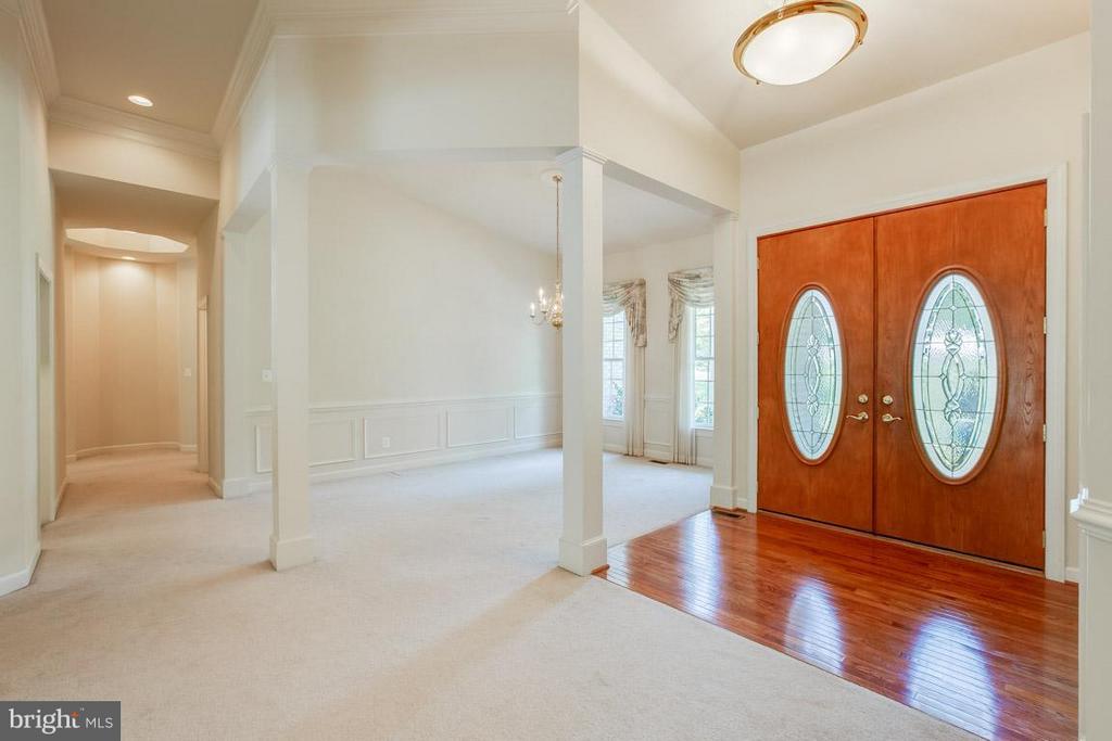 Foyer with hardwood flooring - 16952 OLD SAWMILL RD, WOODBINE