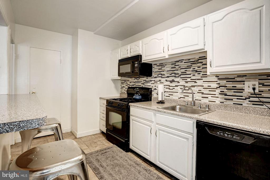 Kitchen - 4201 CATHEDRAL AVE NW #404W, WASHINGTON