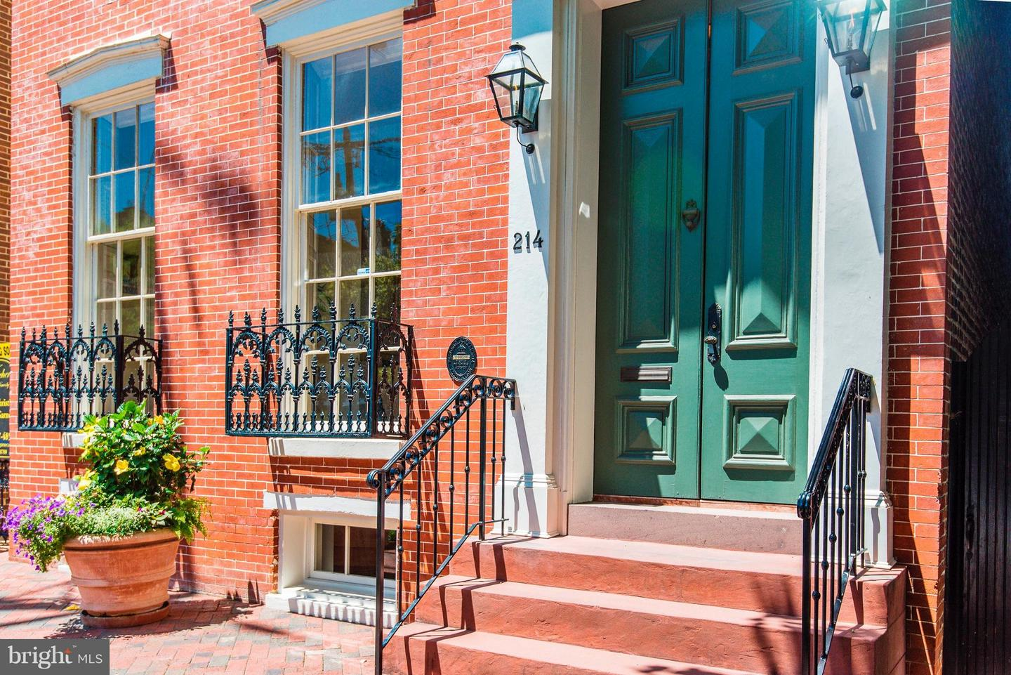 Single Family Home for Sale at 214 Royal St N 214 Royal St N Alexandria, Virginia 22314 United States