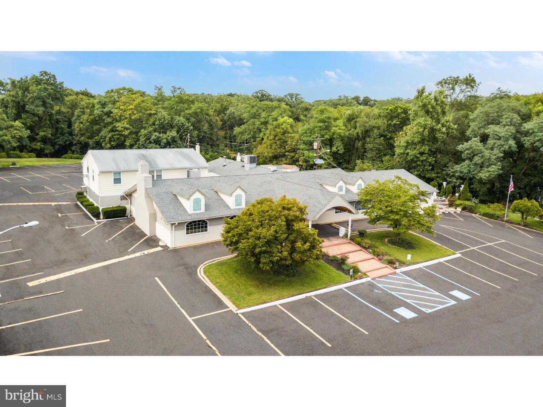 Casa Unifamiliar por un Venta en 2901 MARNE HWY Mount Laurel, Nueva Jersey 08054 Estados Unidos