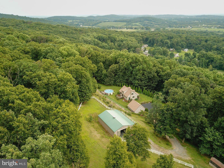 独户住宅 为 销售 在 142 VALE Drive Boyertown, 宾夕法尼亚州 19512 美国