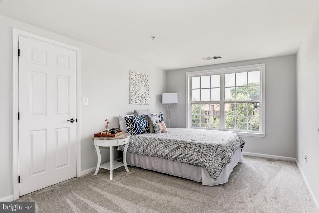 Bedroom - 2338 LEE HWY, ARLINGTON
