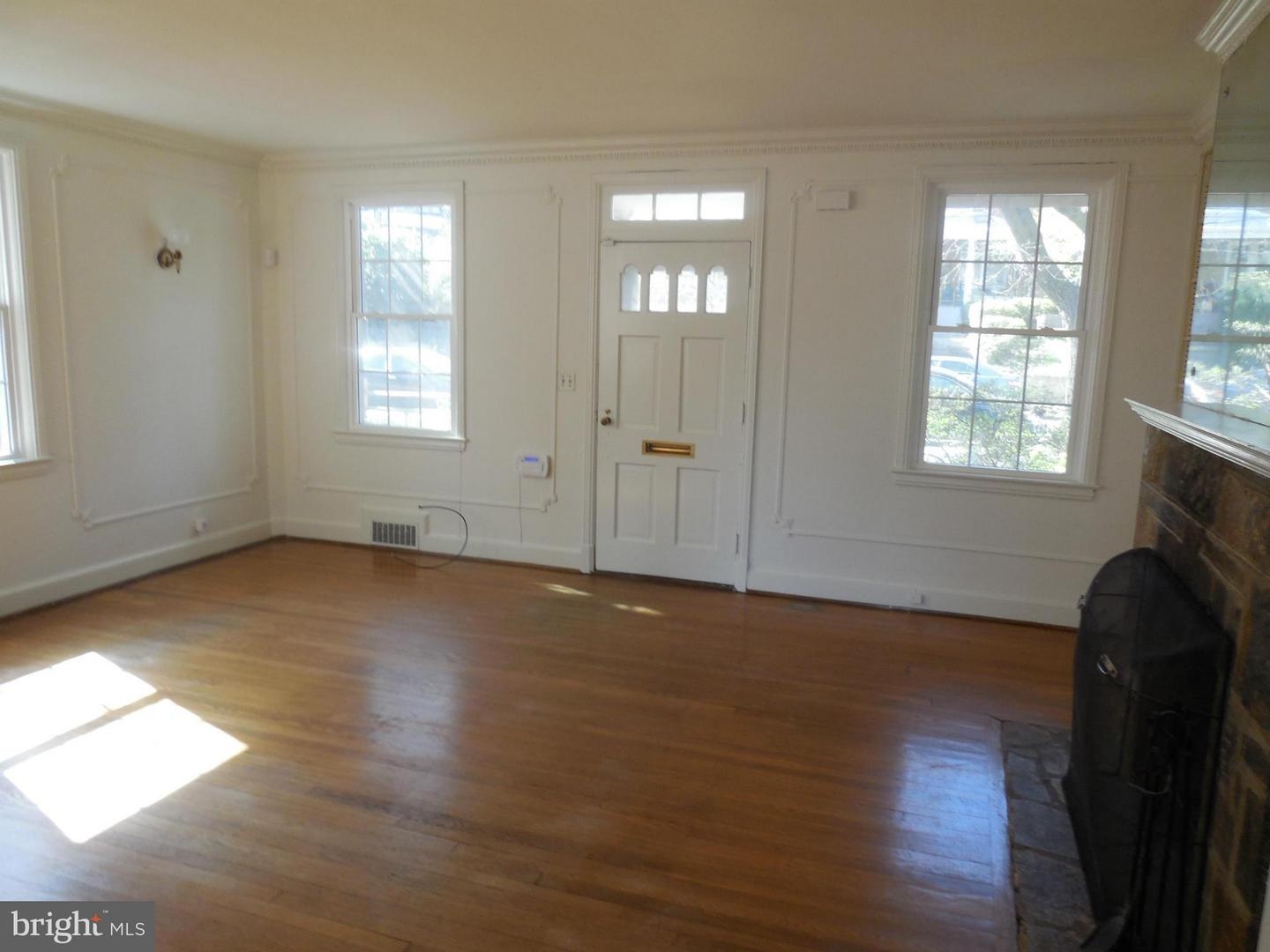 Additional photo for property listing at 5223 Chevy Chase Pkwy NW 5223 Chevy Chase Pkwy NW Washington, District Of Columbia 20015 United States