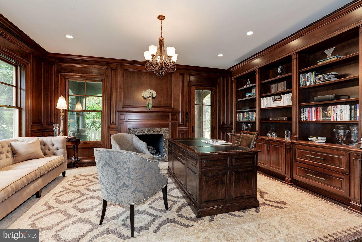 Additional photo for property listing at 8119 Spring Hill Farm Dr  McLean, Virginia 22102 United States