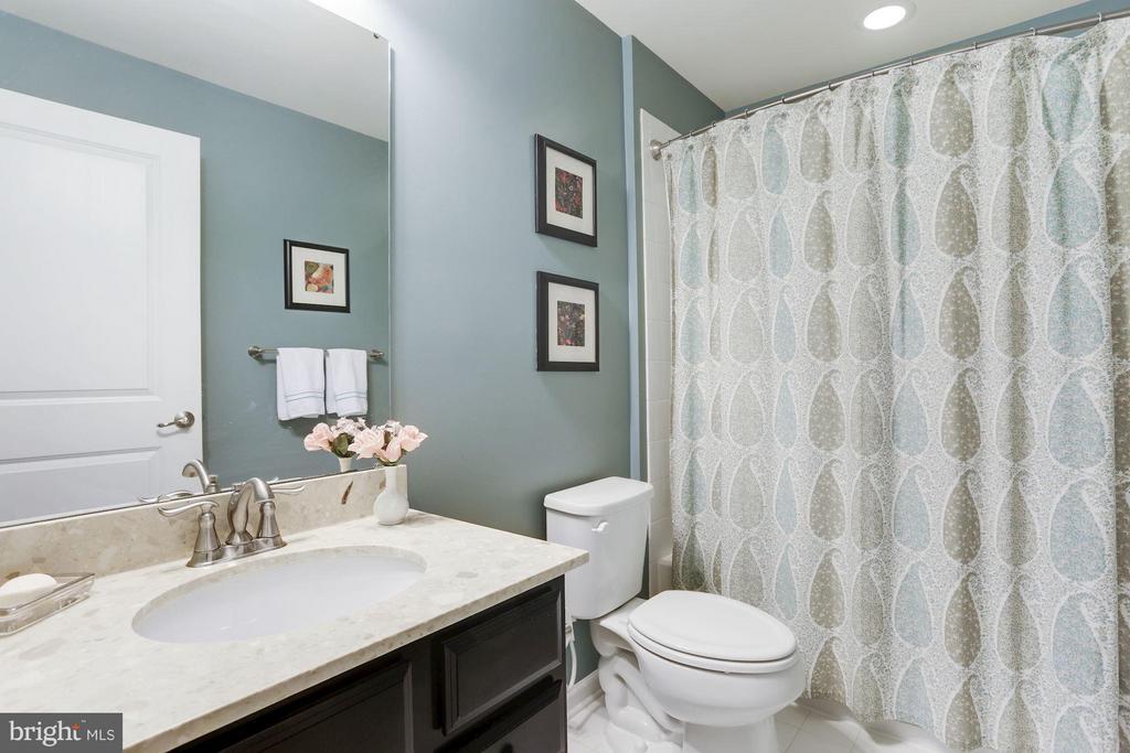 Lower level Full Bath - 4426 CAMLEY WAY, BURTONSVILLE
