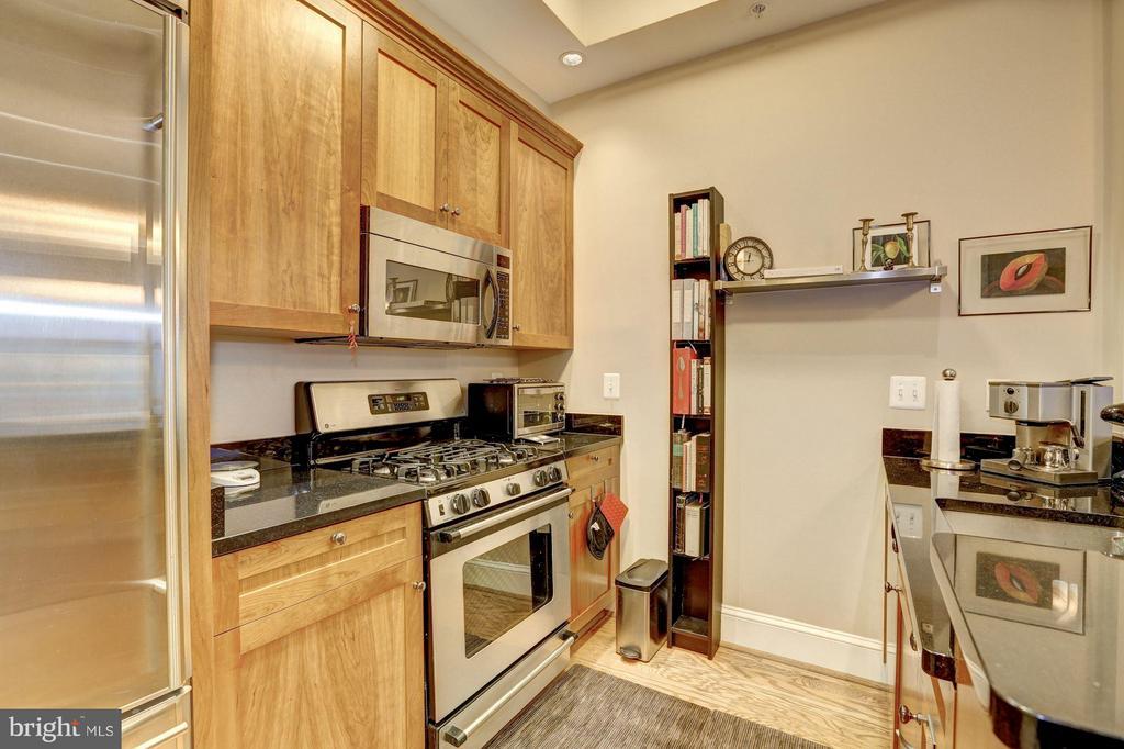 Kitchen - 4821 MONTGOMERY LN #104, BETHESDA