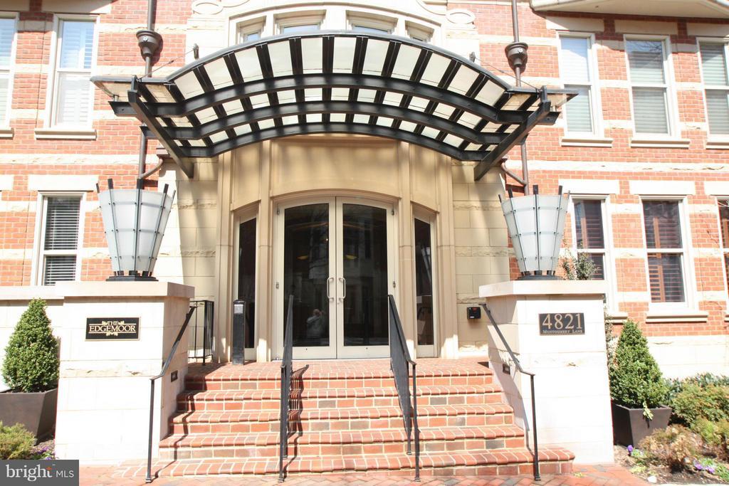 Exterior (Front) - 4821 MONTGOMERY LN #104, BETHESDA