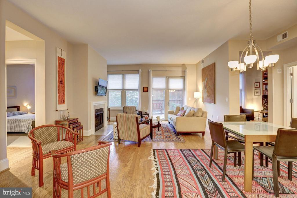 Living Room - 4821 MONTGOMERY LN #104, BETHESDA