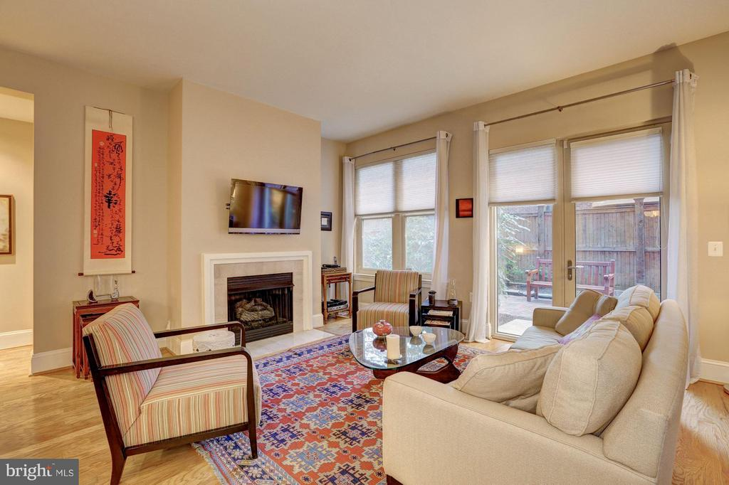 Living Room with gas fireplace - 4821 MONTGOMERY LN #104, BETHESDA