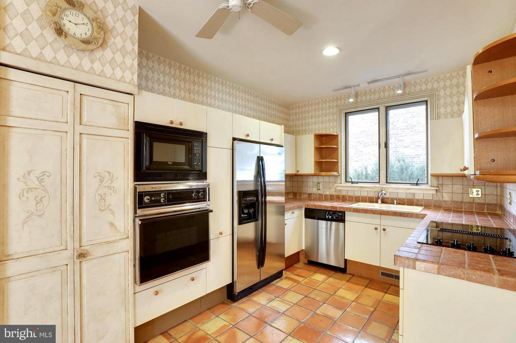 Artisan Tile Counters and Floor . Custom Cabinetry - 191 PRINCE GEORGE ST, ANNAPOLIS