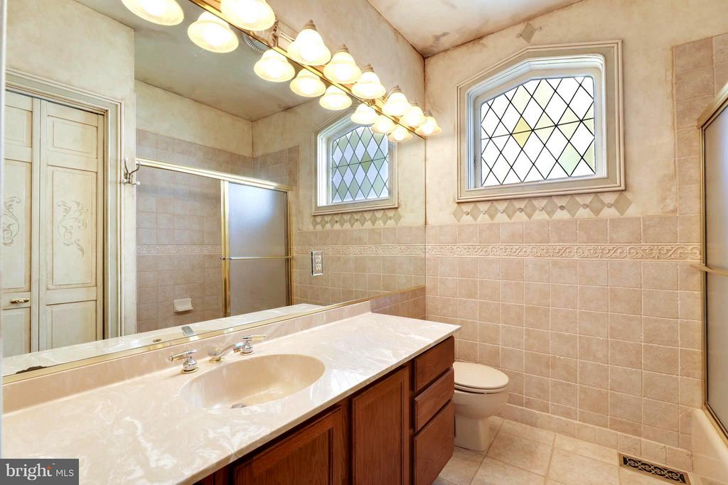 En Suite Luxury Bath with Decorative Tile - 191 PRINCE GEORGE ST, ANNAPOLIS