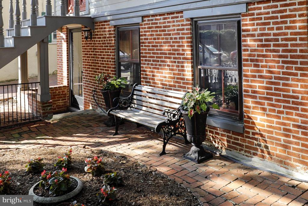 Ground Apartment Entry Off Cobbled Brick Sidewalk - 191 PRINCE GEORGE ST, ANNAPOLIS