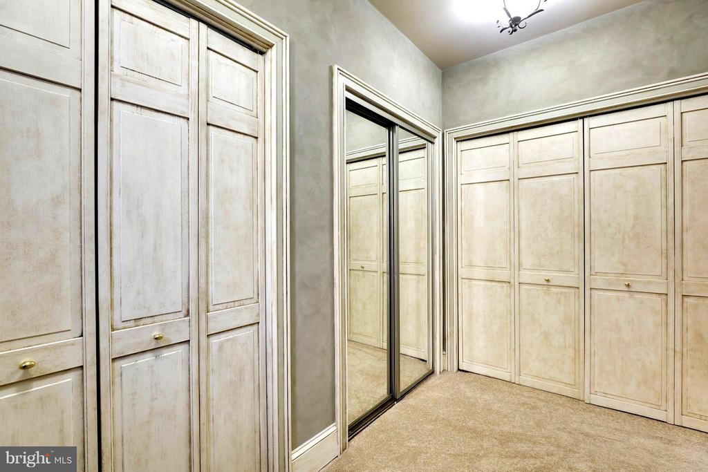 Enviable Master Bedroom Dressing and Closet Area - 191 PRINCE GEORGE ST, ANNAPOLIS