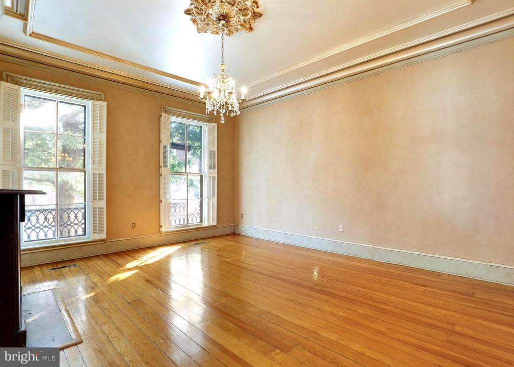 Living Room . Hardwood Floors of Rich Patina - 191 PRINCE GEORGE ST, ANNAPOLIS