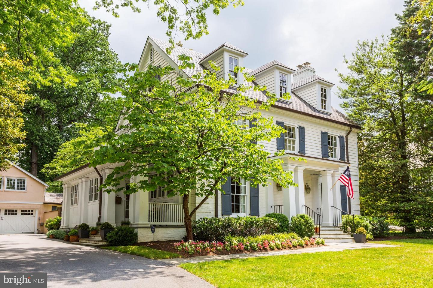 Photo of home for sale at 7609 Glenbrook Road, Bethesda MD