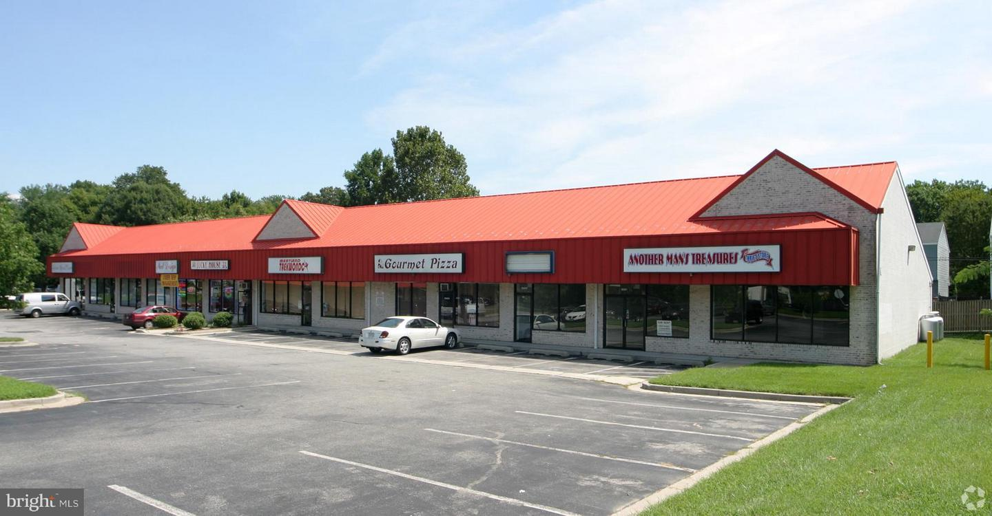 Commercial for Sale at 8539 Fort Smallwood Road 8539 Fort Smallwood Road Pasadena, Maryland 21122 United States