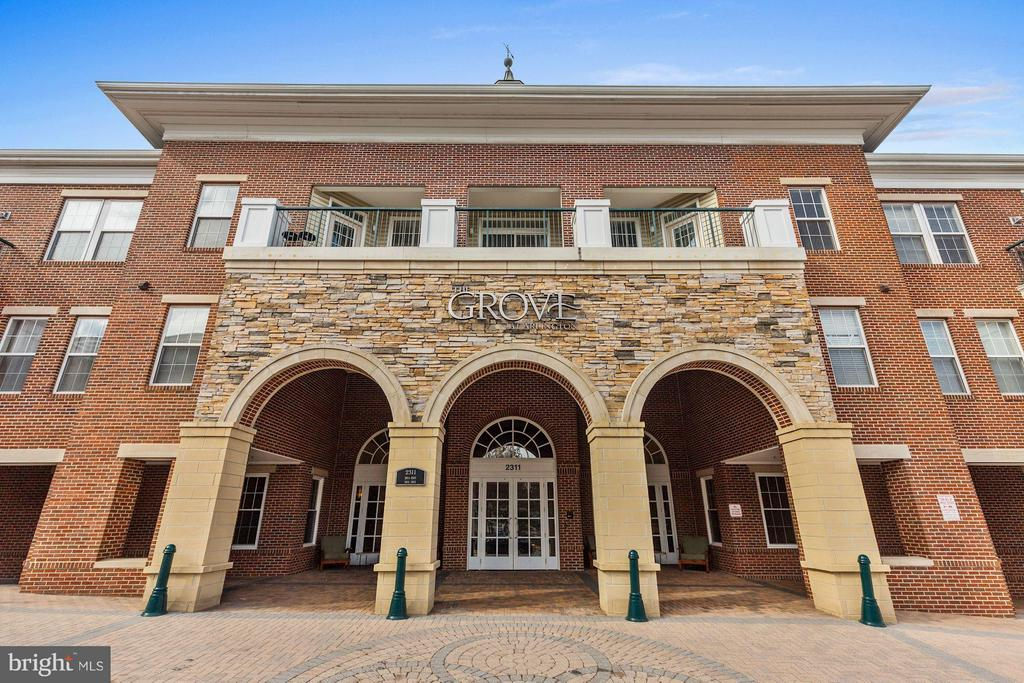 WELCOME HOME!  WELCOME TO THE GROVE AT ARLINGTON! - 2465 ARMY NAVY DR #1-210, ARLINGTON