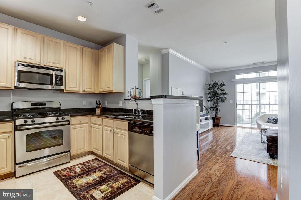 KITCHEN OPENS BEAUTIFULLY TO LIVING ROOM! - 2465 ARMY NAVY DR #1-210, ARLINGTON