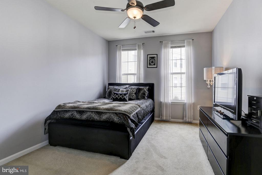 MASTER BEDROOM - BRIGHT and SPACIOUS! - 2465 ARMY NAVY DR #1-210, ARLINGTON