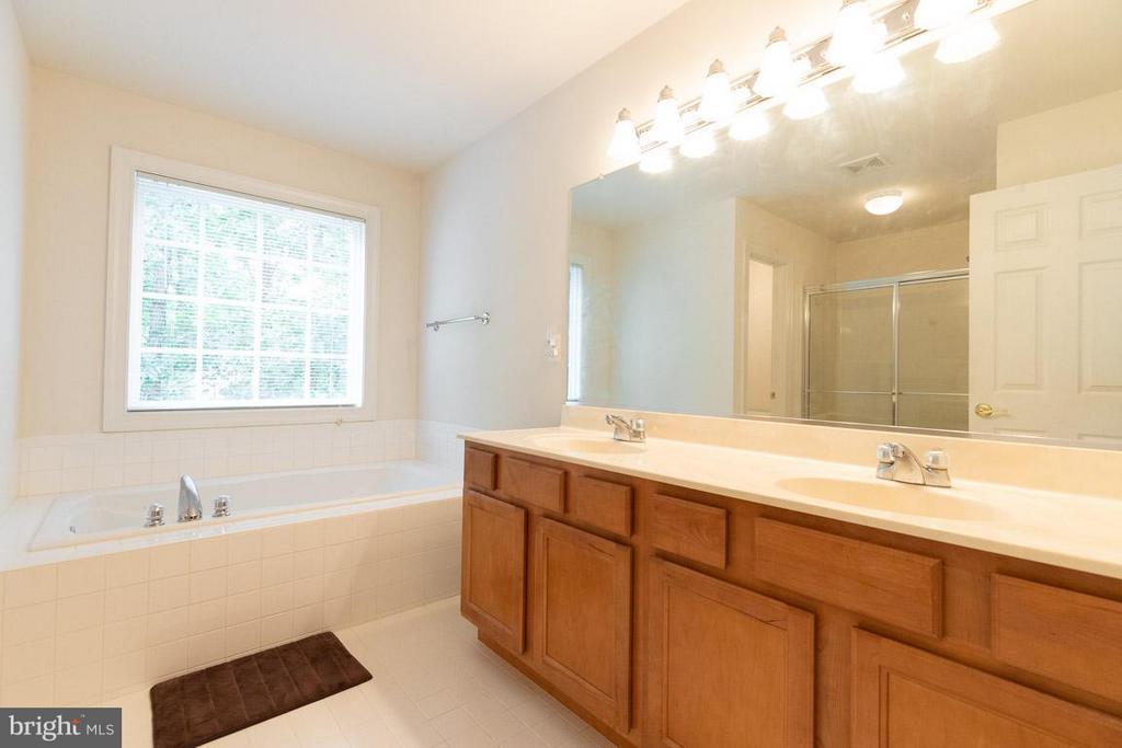 Master bath with 2 sinks - 13208 CHANDLER CT, FREDERICKSBURG