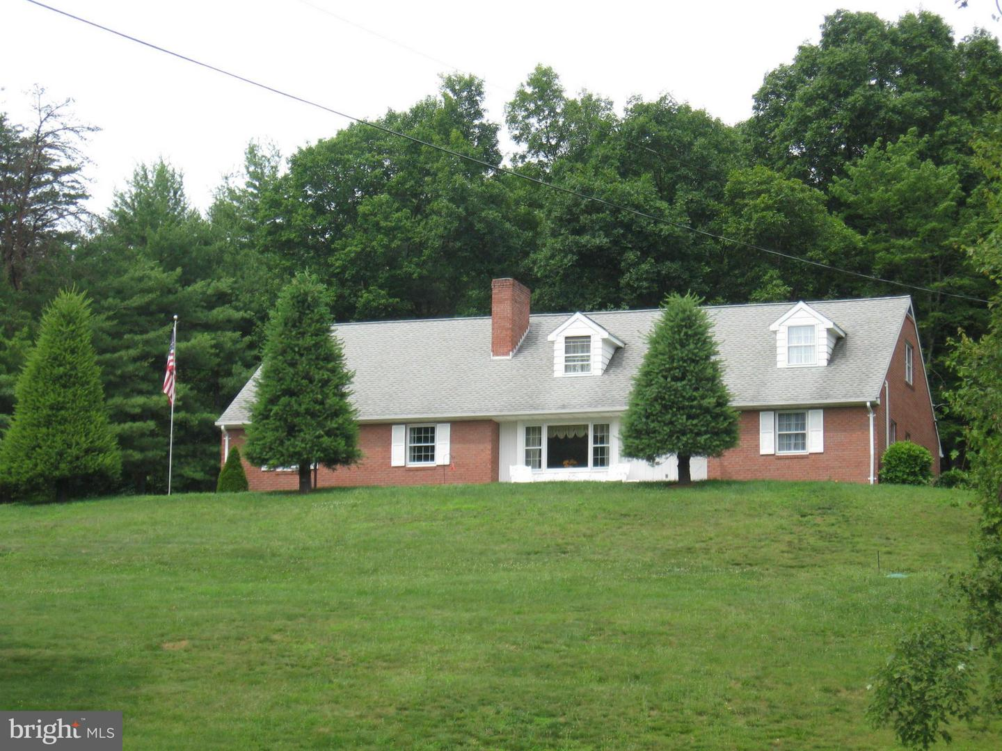 Single Family for Sale at 1042 Winchester Grade Rd. Berkeley Springs, West Virginia 25411 United States