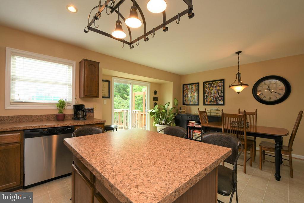 Kitchen - 13637 SHIRE PL, GAINESVILLE