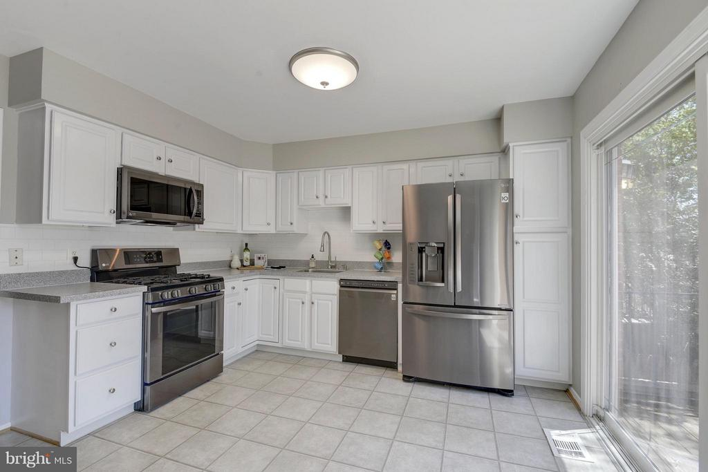 Brand New Appliances - 4643 MAYHUNT CT, ALEXANDRIA