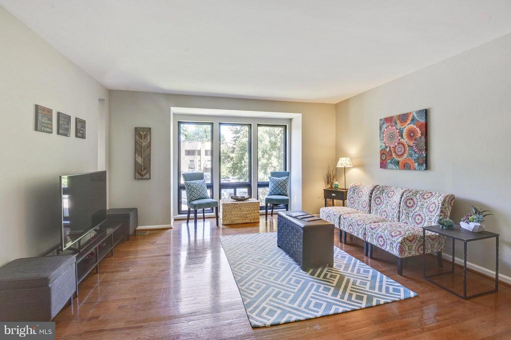 Living Room - 4643 MAYHUNT CT, ALEXANDRIA