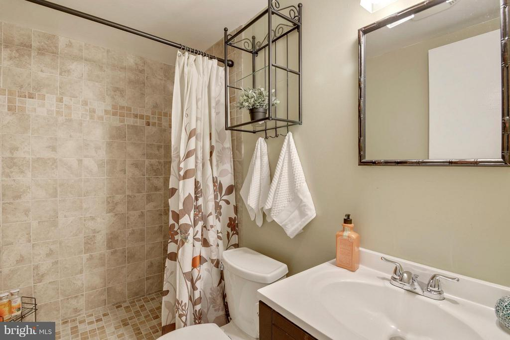 Full Bath on Lower Level - 4643 MAYHUNT CT, ALEXANDRIA