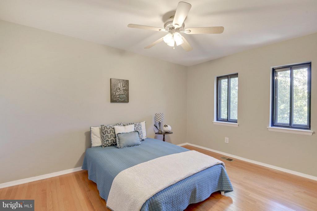 2nd Bedroom on Upper Level - 4643 MAYHUNT CT, ALEXANDRIA