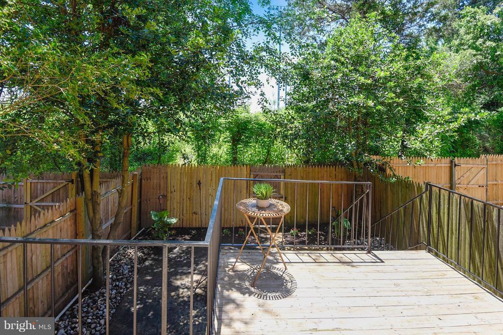Back Deck Overlooking Yard - 4643 MAYHUNT CT, ALEXANDRIA