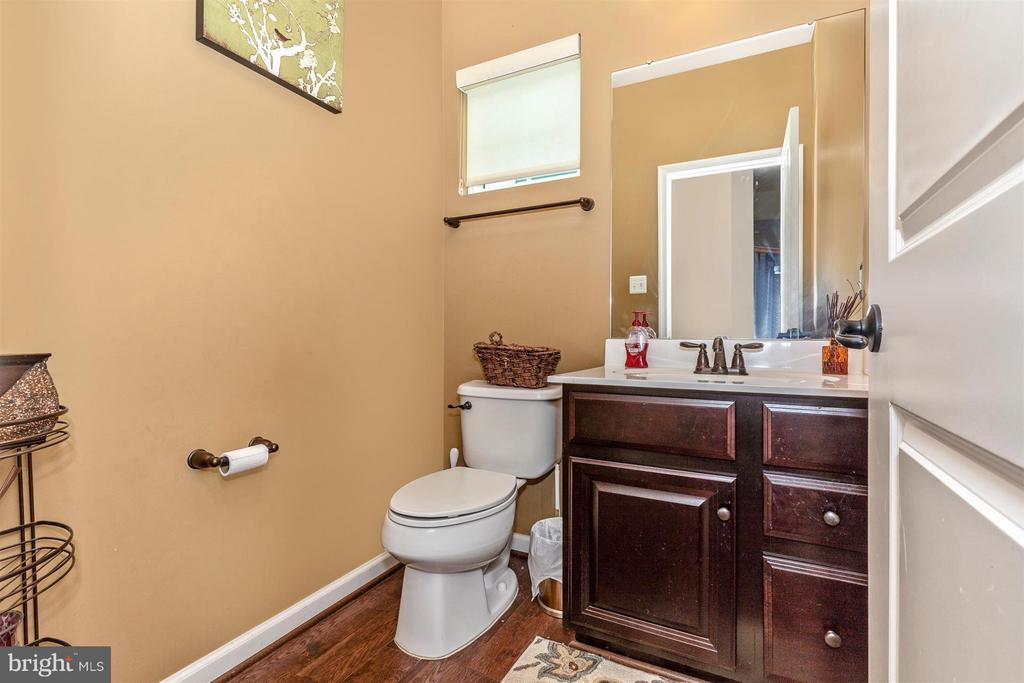 Main Level Powder Room - 6815 REHNQUIST CT, NEW MARKET