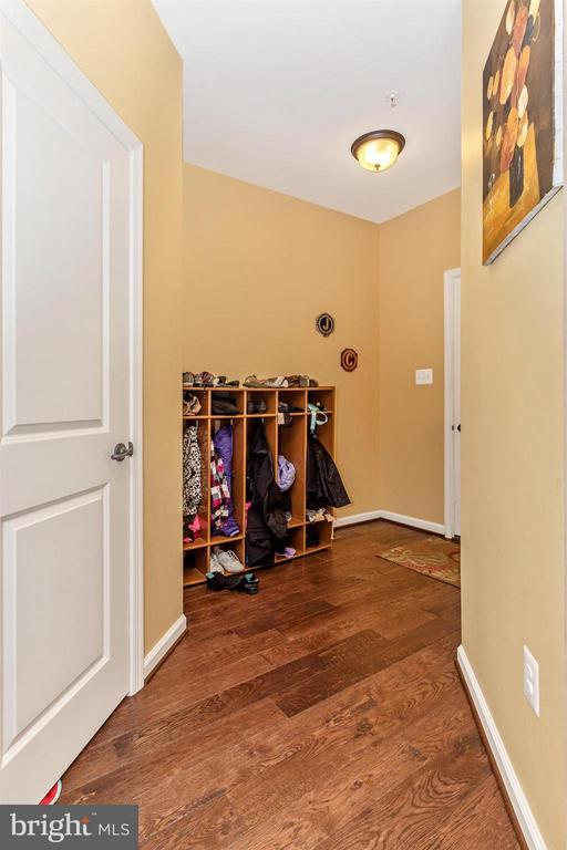Mud Room - 6815 REHNQUIST CT, NEW MARKET