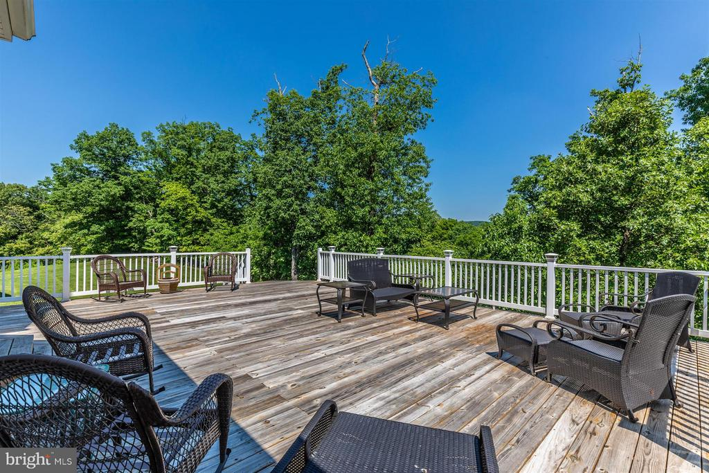 Deck. - 6327 MEANDERING WOODS CT, FREDERICK