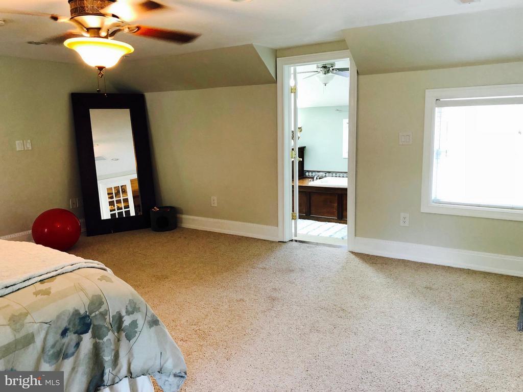 Bedroom (Master) - 7008 KELLYS STORE RD, THURMONT