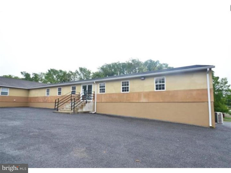 Частный односемейный дом для того Аренда на 299 INDUSTRIAL PARK Road Nazareth, Пенсильвания 18064 Соединенные Штаты