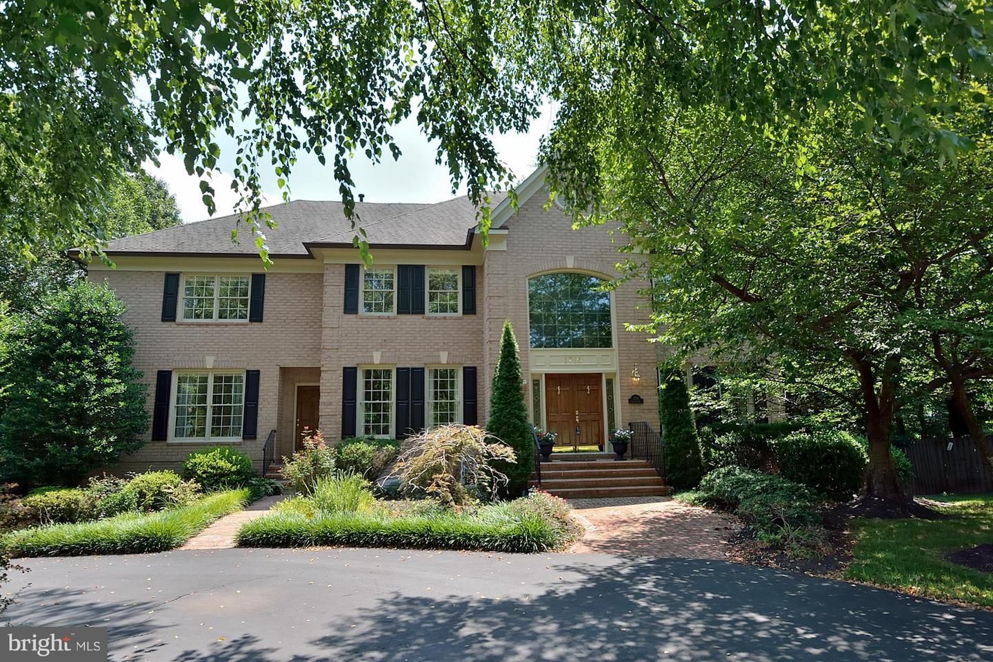 Single Family for Sale at 1716 Esquire Ln McLean, Virginia 22101 United States