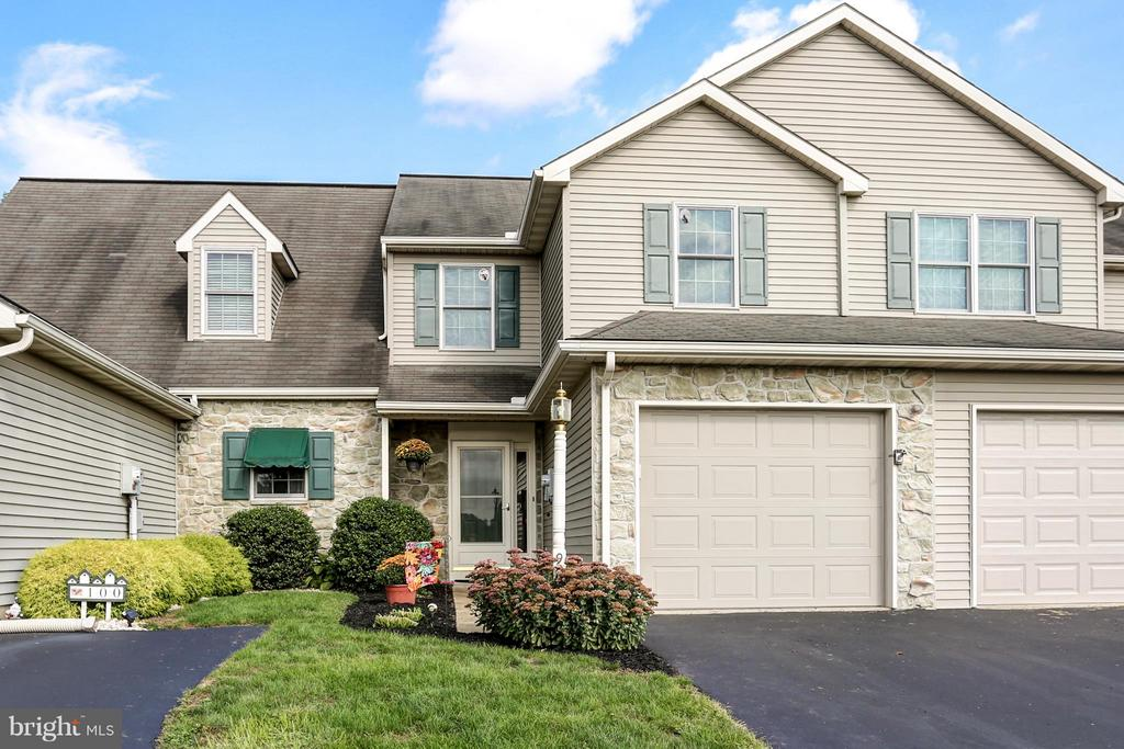 98  PEBBLE CREEK DRIVE, Manheim Township in LANCASTER County, PA 17543 Home for Sale
