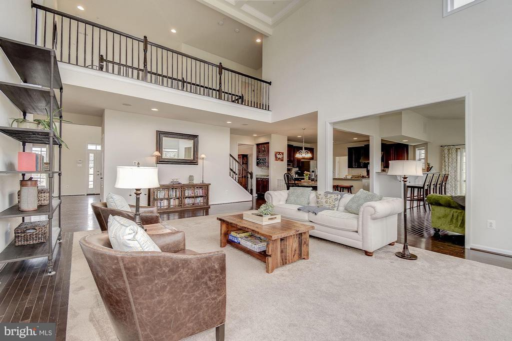 Living Room - 6812 OSBORNE HILL DR, UPPER MARLBORO