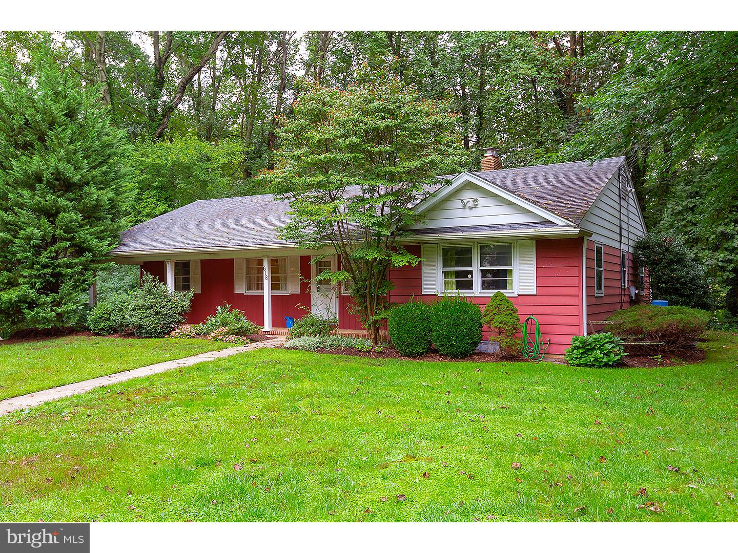 Photo of home for sale at 618 Ardmore Avenue, Pitman NJ