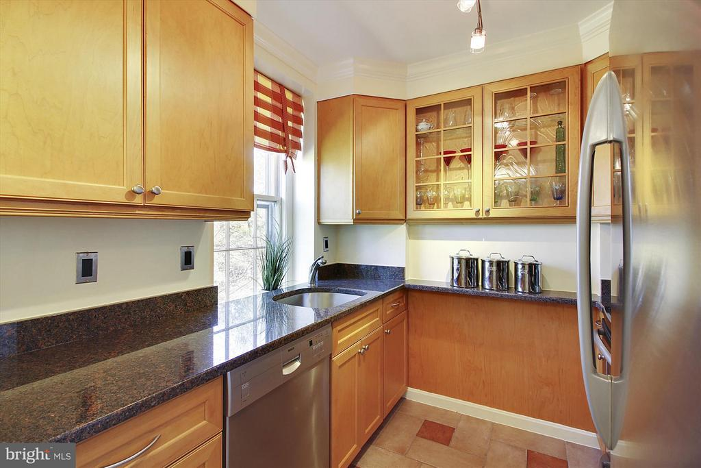 Granite countertops and Bosch Dishwasher - 3801 39TH ST NW #F84, WASHINGTON