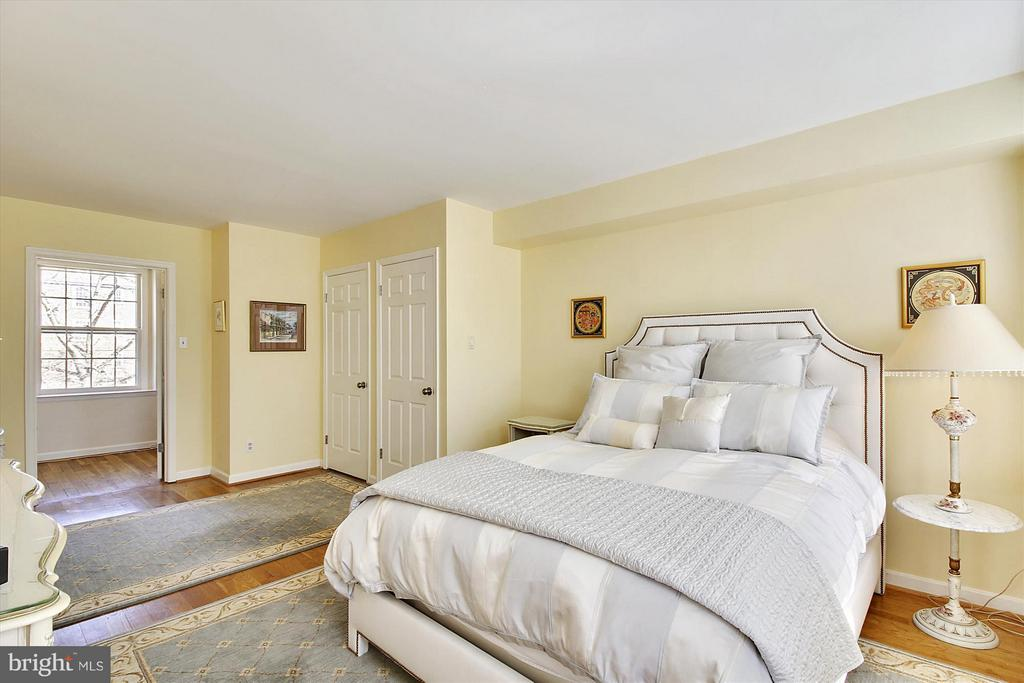 Plenty of space for dressers - 3801 39TH ST NW #F84, WASHINGTON