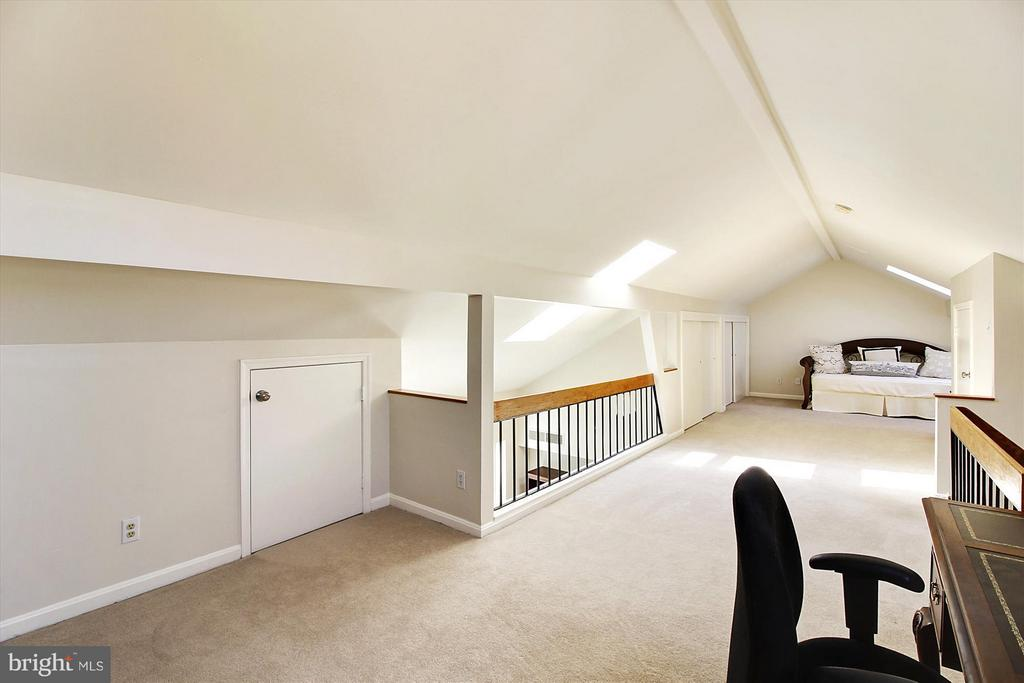 Great Skylights for tons of natural light! - 3801 39TH ST NW #F84, WASHINGTON