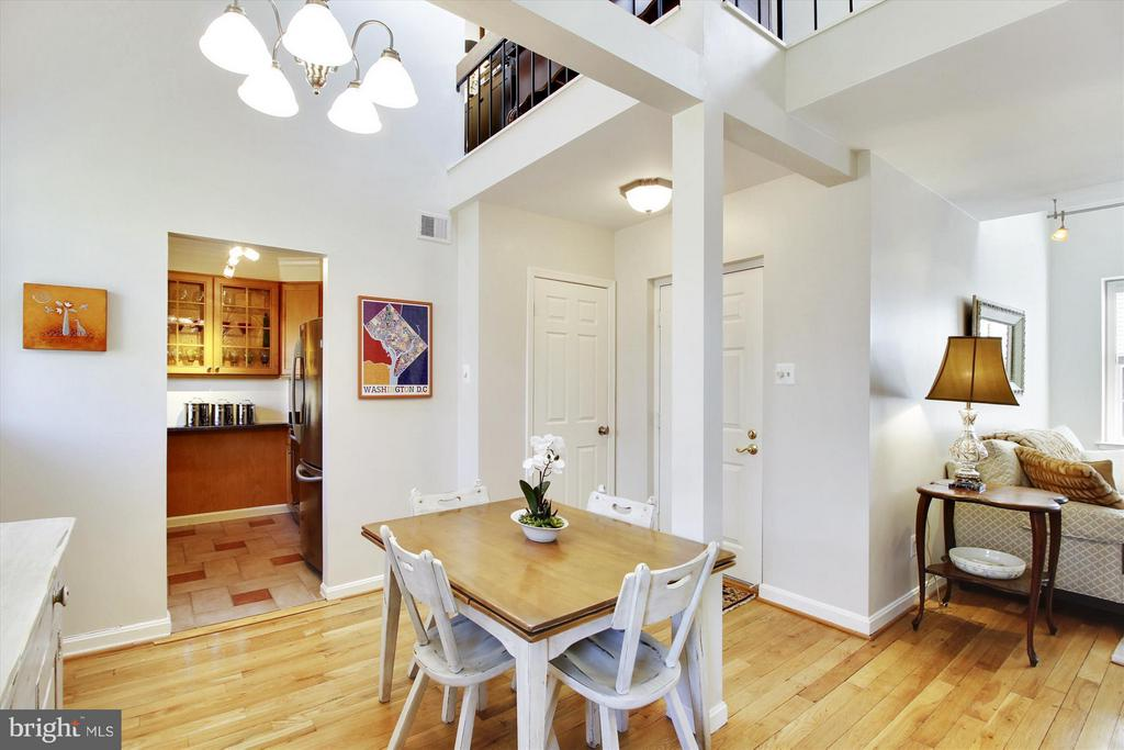 Fantastic open floor plan - 3801 39TH ST NW #F84, WASHINGTON