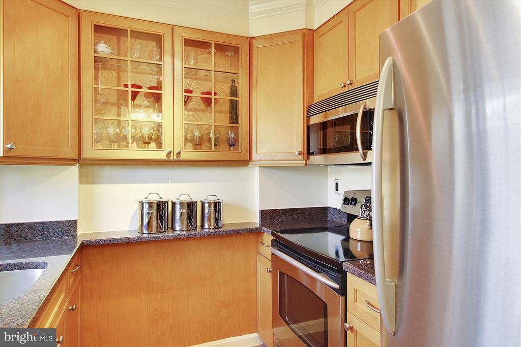 Renovated Kitchen - 3801 39TH ST NW #F84, WASHINGTON