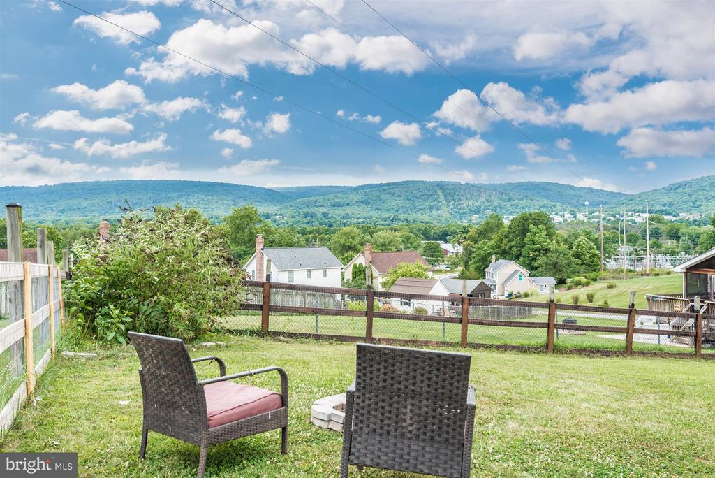 Great Views - 106 FOUNDERS CIR, THURMONT