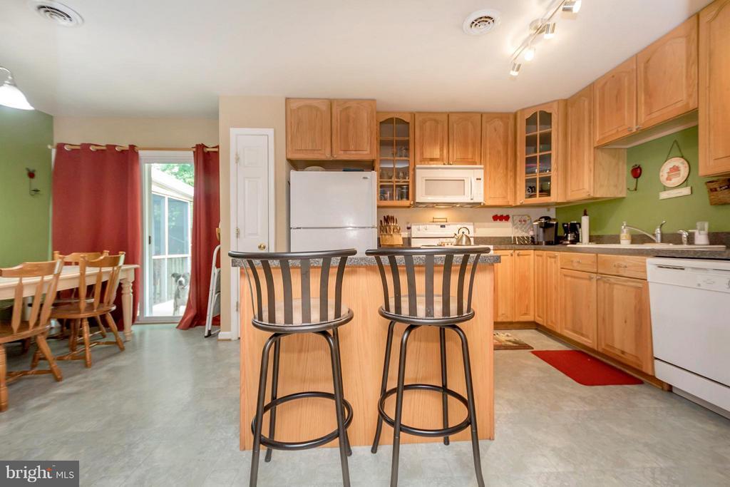 Kitchen - 817 DOUGLAS ST, FREDERICKSBURG