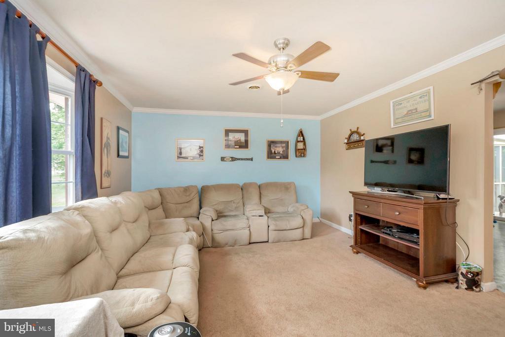 Living Room - 817 DOUGLAS ST, FREDERICKSBURG