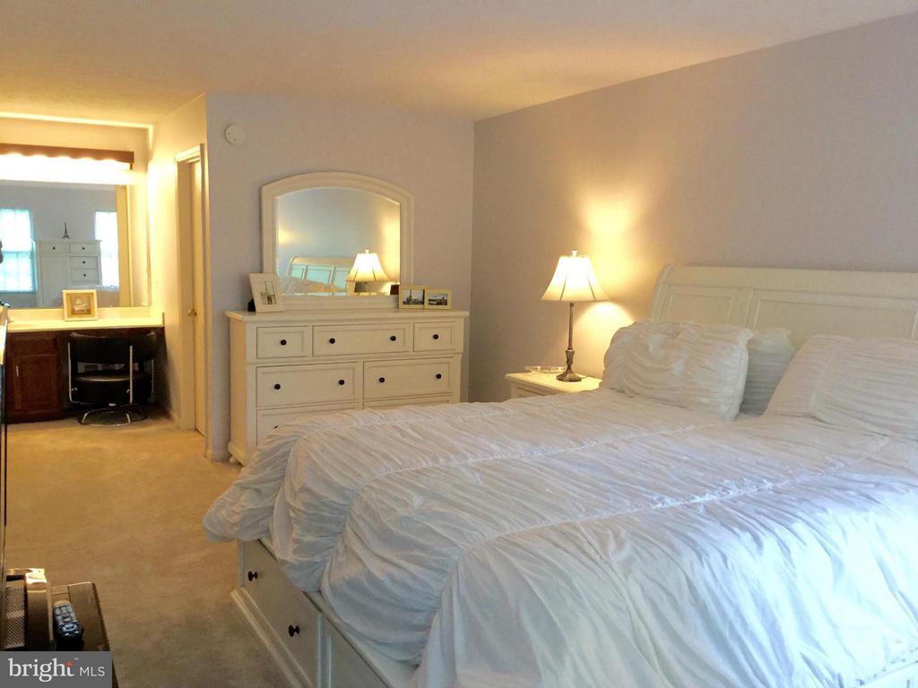 Bedroom (Master) - 203 BOOKHAM LN, GAITHERSBURG