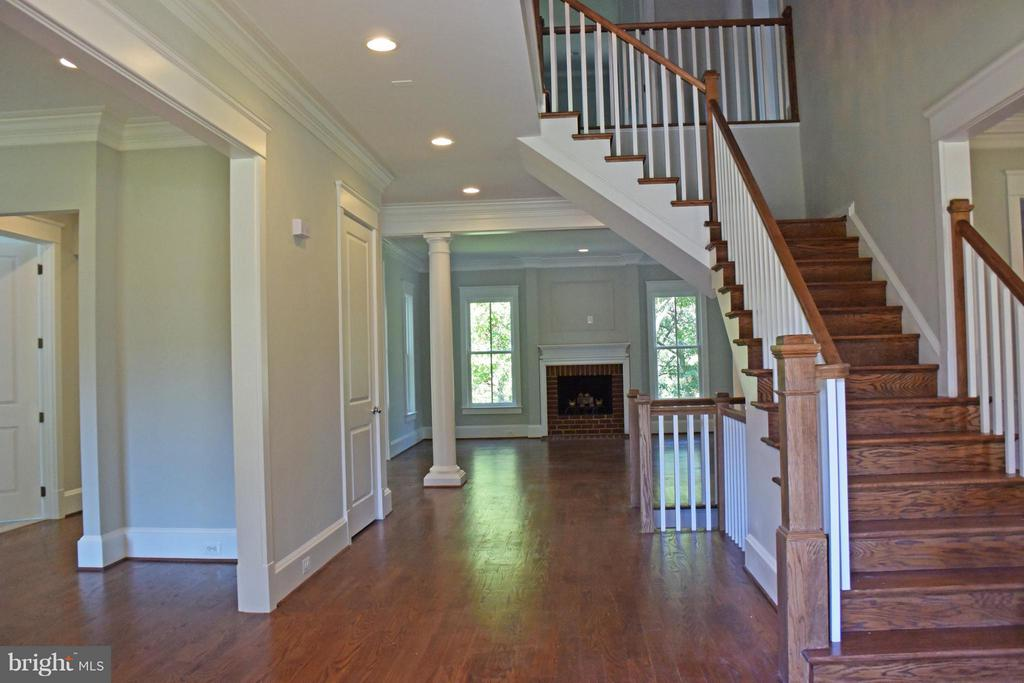 Foyer - 2436 RIDGE ROAD DR, ALEXANDRIA